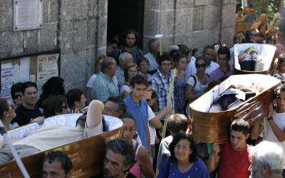 La procesión de los vivos en los ataúdes de los muertos